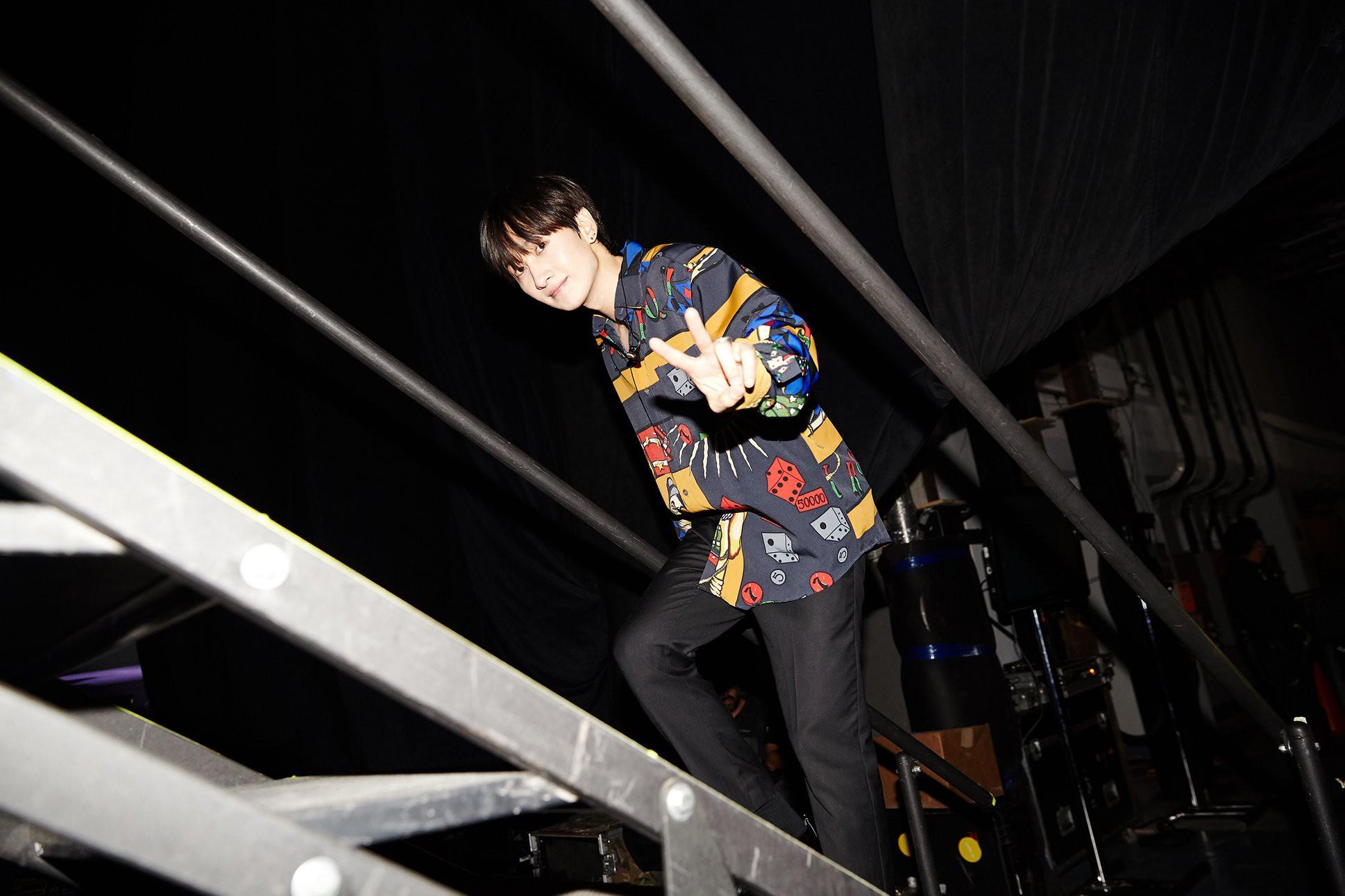 Super Junior cho fan ná thở với loạt ảnh lung linh từ tour thế giới - Ảnh 15.