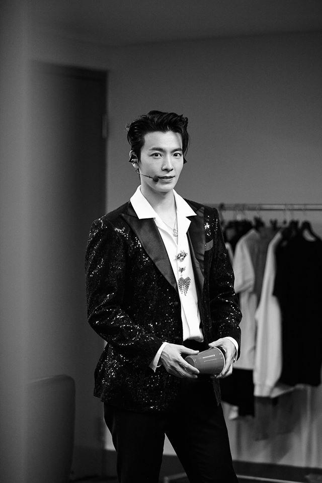 Super Junior cho fan ná thở với loạt ảnh lung linh từ tour thế giới - Ảnh 21.