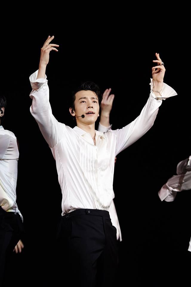 Super Junior cho fan ná thở với loạt ảnh lung linh từ tour thế giới - Ảnh 22.