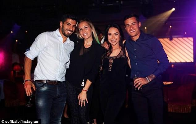 Messi, Suarez dẫn bồ và bạn gái đi ăn mừng trước thềm El Clasico - Ảnh 5.