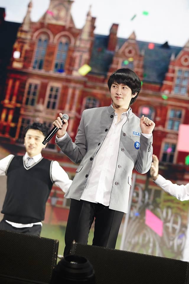 Super Junior cho fan ná thở với loạt ảnh lung linh từ tour thế giới - Ảnh 35.