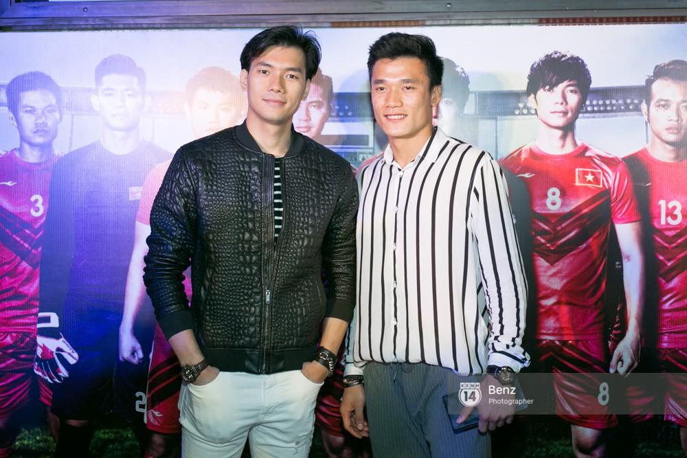 Anh em Thủ môn Bùi Tiến Dũng cùng Hà Đức Chinh đại diện U23 đi xem phim đá banh của Nhan Phúc Vinh - Ảnh 3.