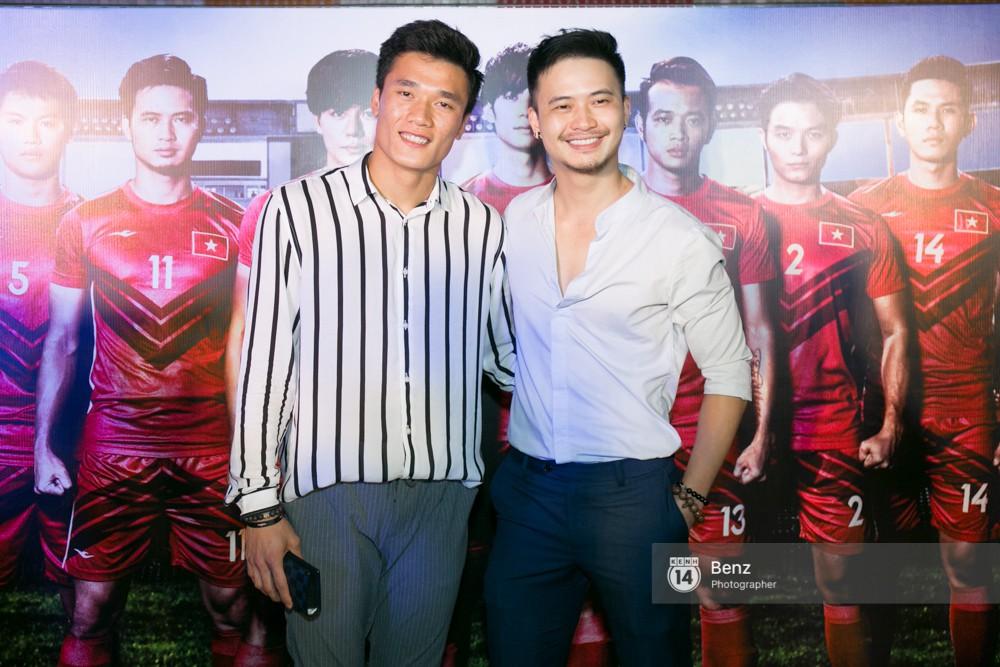 Anh em Thủ môn Bùi Tiến Dũng cùng Hà Đức Chinh đại diện U23 đi xem phim đá banh của Nhan Phúc Vinh - Ảnh 8.