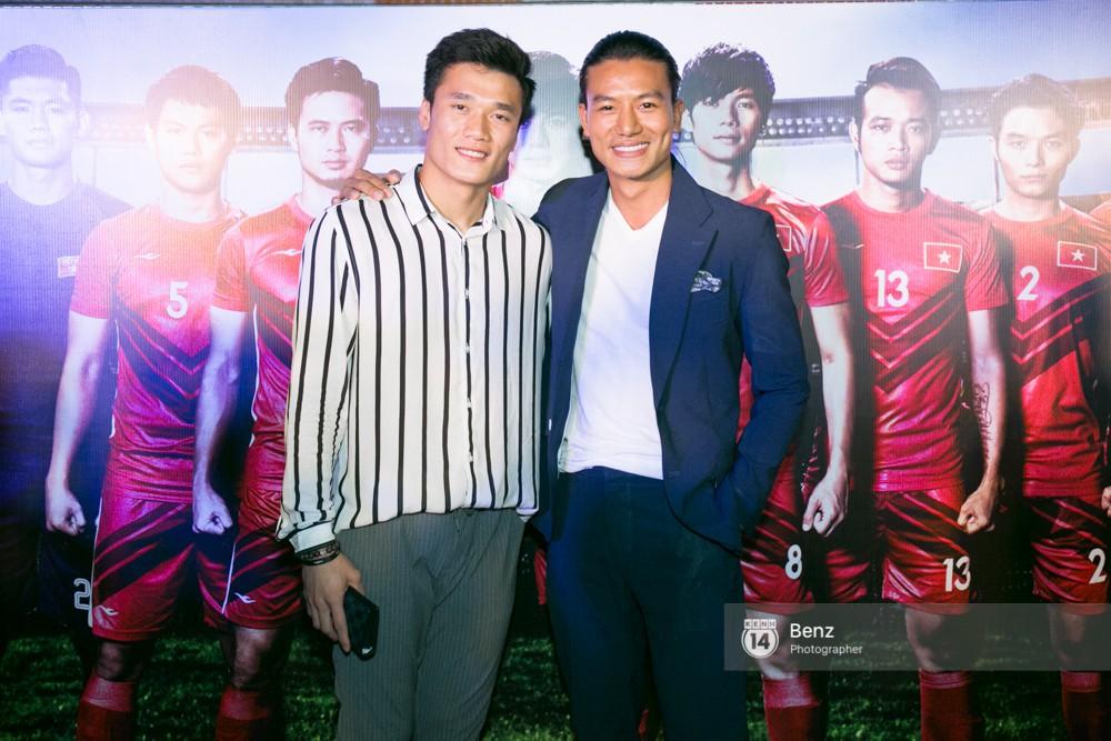 Anh em Thủ môn Bùi Tiến Dũng cùng Hà Đức Chinh đại diện U23 đi xem phim đá banh của Nhan Phúc Vinh - Ảnh 9.