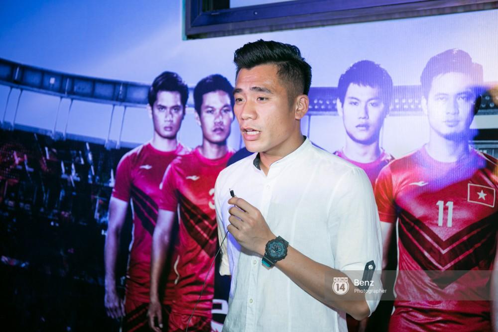 Anh em Thủ môn Bùi Tiến Dũng cùng Hà Đức Chinh đại diện U23 đi xem phim đá banh của Nhan Phúc Vinh - Ảnh 6.