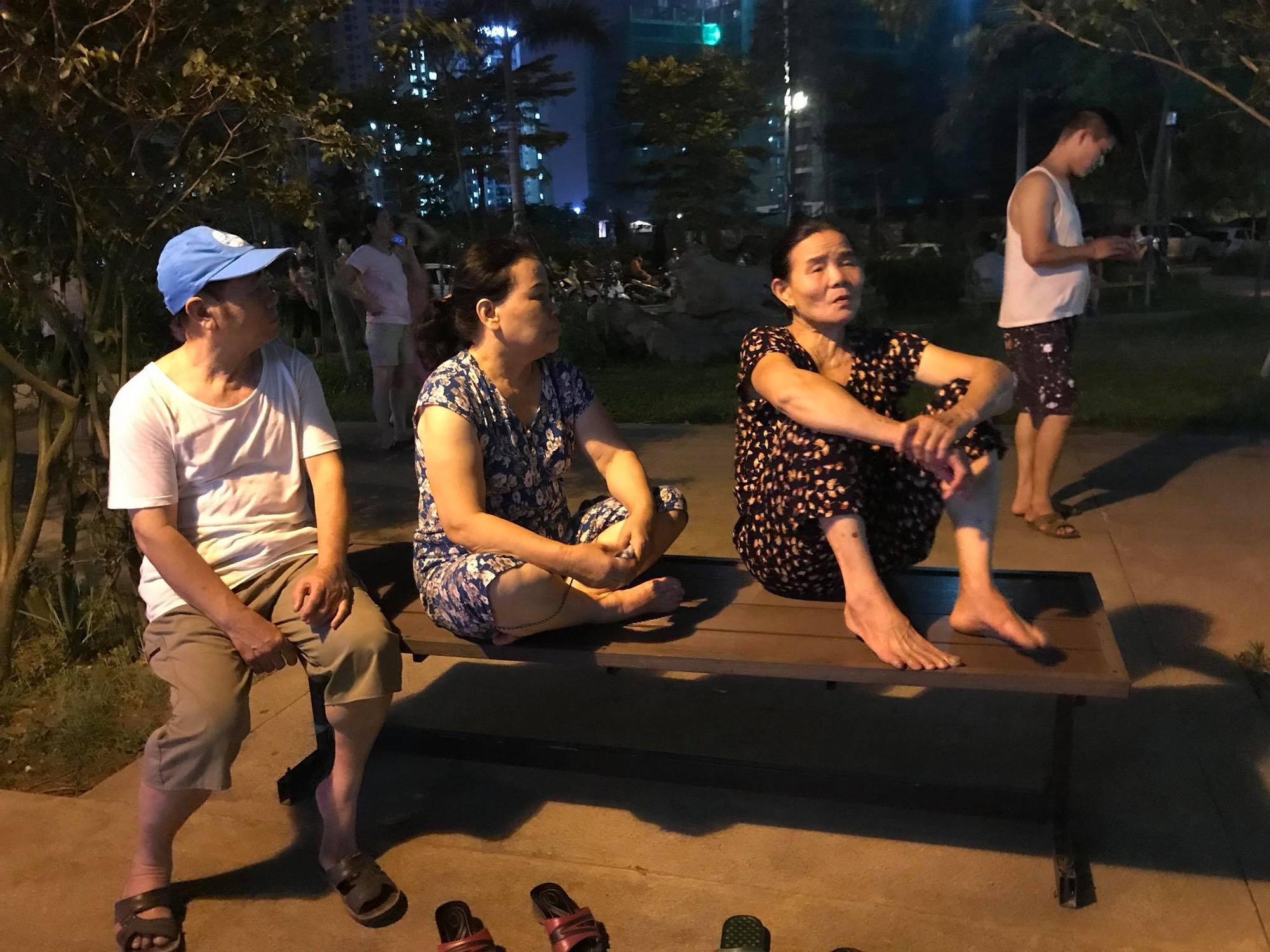 Hà Nội: Cháy căn hộ chung cư vắng chủ, lính cứu hỏa phá cửa - Ảnh 4.