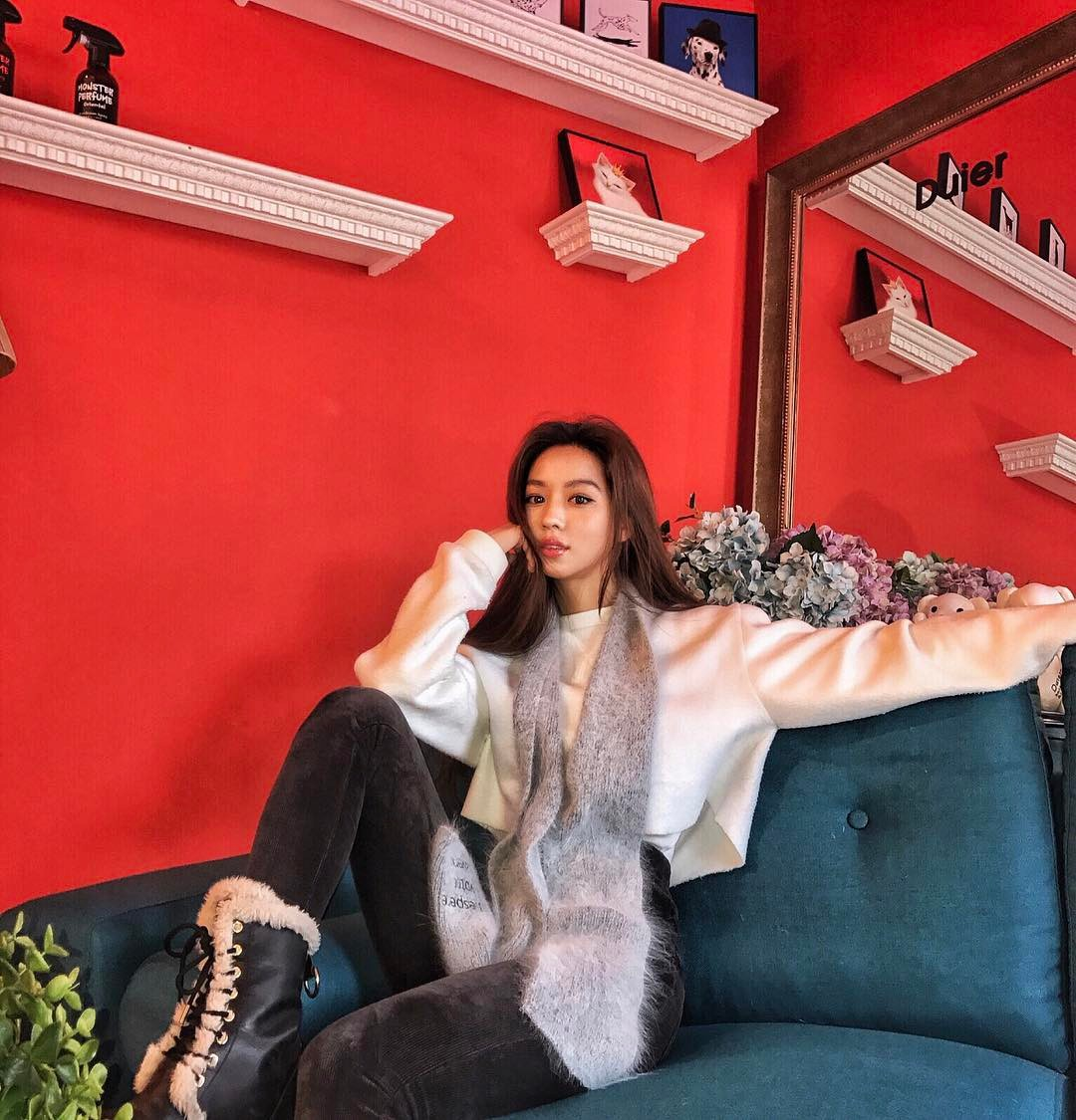 Sao nhí lột xác thành mỹ nhân nhà YG: Chỉ đóng vai phụ nhưng sống sang chảnh, suốt ngày du lịch, khoe đồ hiệu - Ảnh 12.