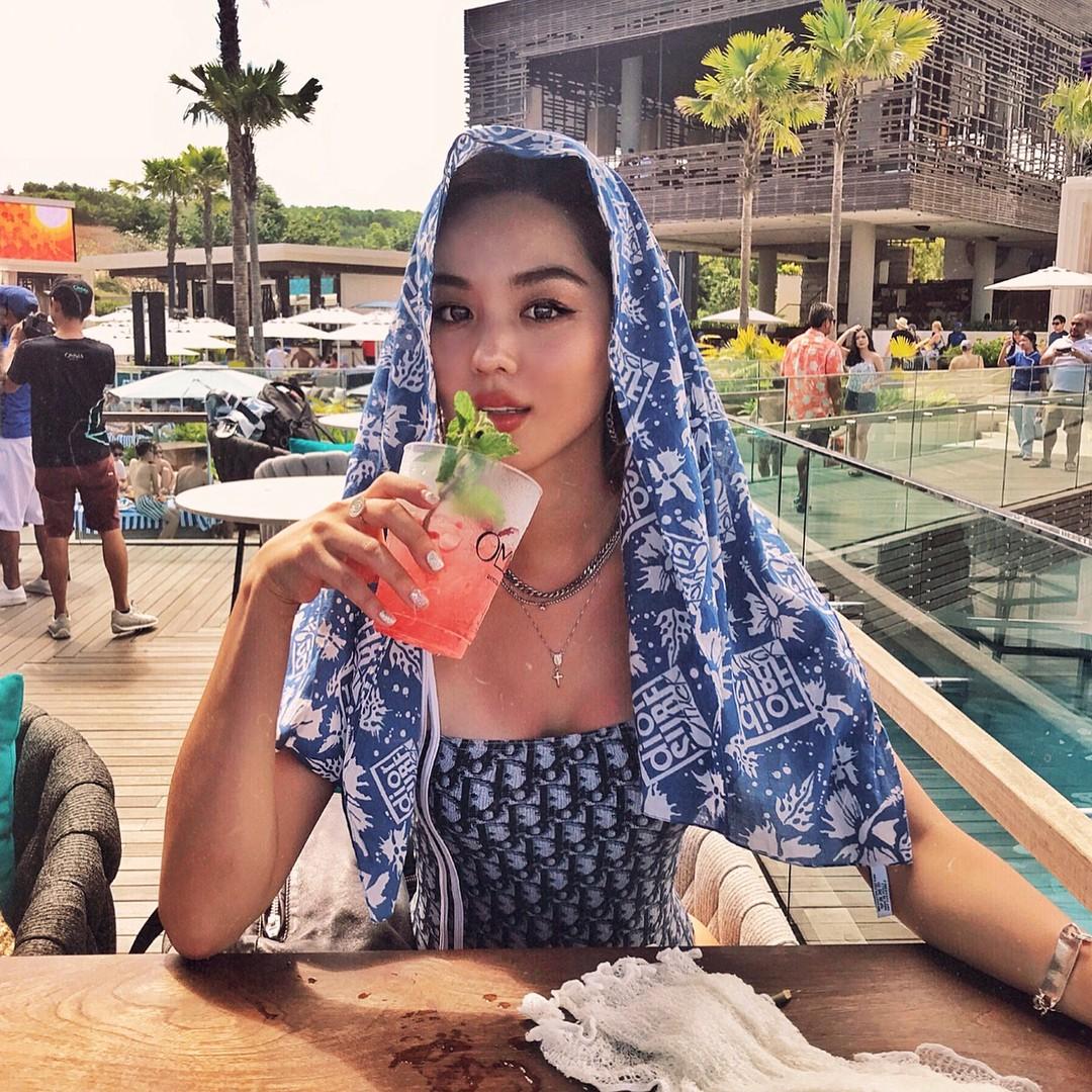 Sao nhí lột xác thành mỹ nhân nhà YG: Chỉ đóng vai phụ nhưng sống sang chảnh, suốt ngày du lịch, khoe đồ hiệu - Ảnh 7.