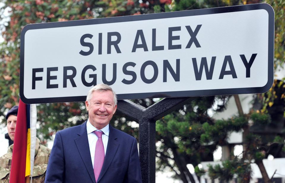 Sir Alex Ferguson rơi vào hôn mê, người nhà lo lắng tột độ - Ảnh 1.