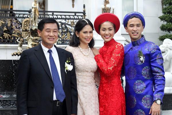 Nếu định chọn áo dài đỏ ngày ăn hỏi, hãy học tập Diệp Lâm Anh, HH Thu Thảo và Hà Tăng - Ảnh 12.