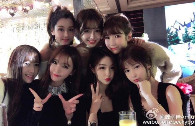 Những đám cưới cổ tích của dàn hot girl vạn người mê từng nổi đình nổi đám khắp Trung Quốc - Ảnh 22.
