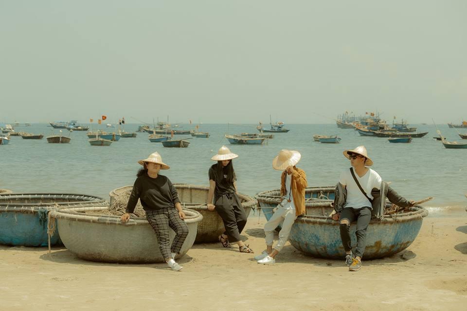 Cũng đi Huế - Đà Nẵng - Hội An mà nhóm bạn này có nguyên một bộ ảnh đẹp và nghệ như poster phim - Ảnh 10.