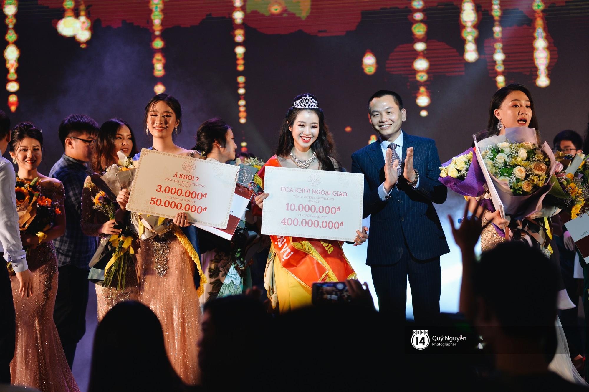 Ứng xử tiếng Anh xuất sắc, nữ sinh năm 4 đăng quang Hoa khôi Ngoại giao 2018! - Ảnh 11.