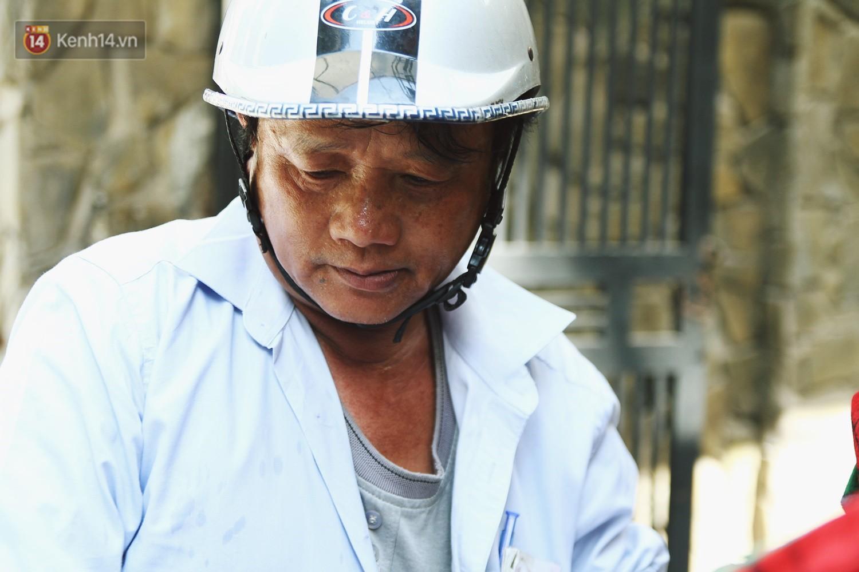 Chùm ảnh: Hôm nay Hà Nội nắng nóng gắt nhất từ đầu mùa, người dân vật vã khi ra đường - Ảnh 12.