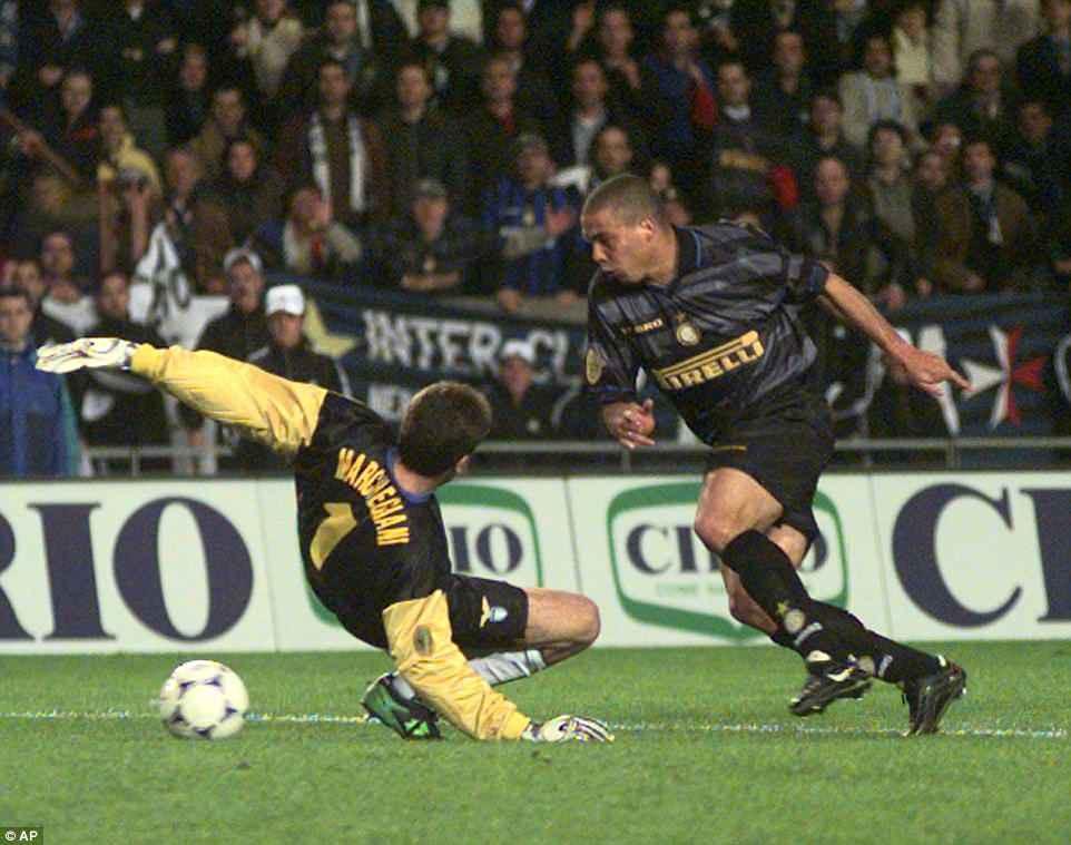 """20 năm trước, """"Người ngoài hành tinh"""" Ronaldo đang làm ngây ngất hàng triệu con tim - Ảnh 7."""