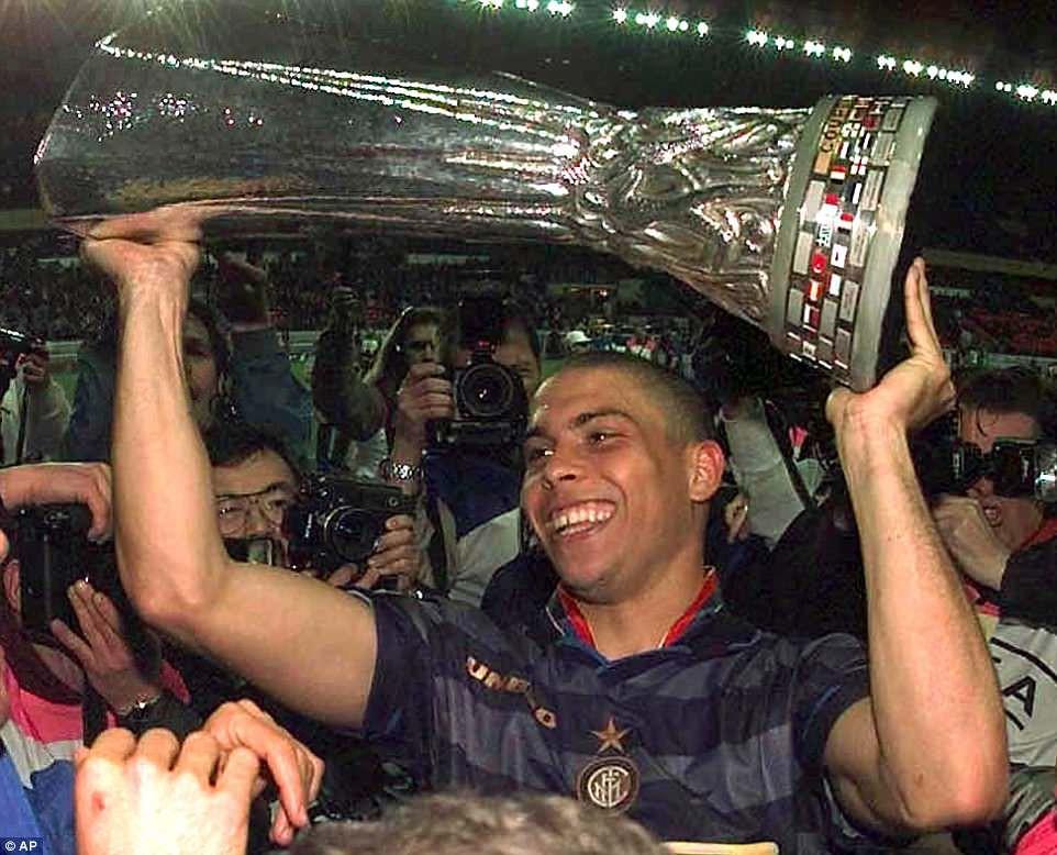 """20 năm trước, """"Người ngoài hành tinh"""" Ronaldo đang làm ngây ngất hàng triệu con tim - Ảnh 2."""