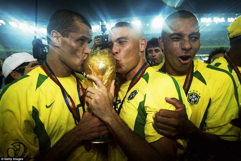 """20 năm trước, """"Người ngoài hành tinh"""" Ronaldo đang làm ngây ngất hàng triệu con tim - Ảnh 9."""