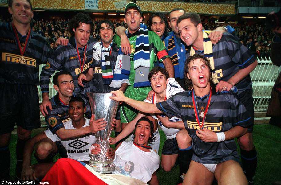 """20 năm trước, """"Người ngoài hành tinh"""" Ronaldo đang làm ngây ngất hàng triệu con tim - Ảnh 3."""