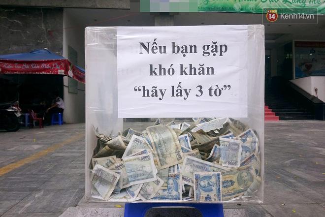 Những câu chuyện phía sau thùng tiền Bạn gặp khó khăn, lấy 3 tờ ở Sài Gòn: Từng có nhóm thanh niên đem bịch nilon tới hốt! - Ảnh 1.