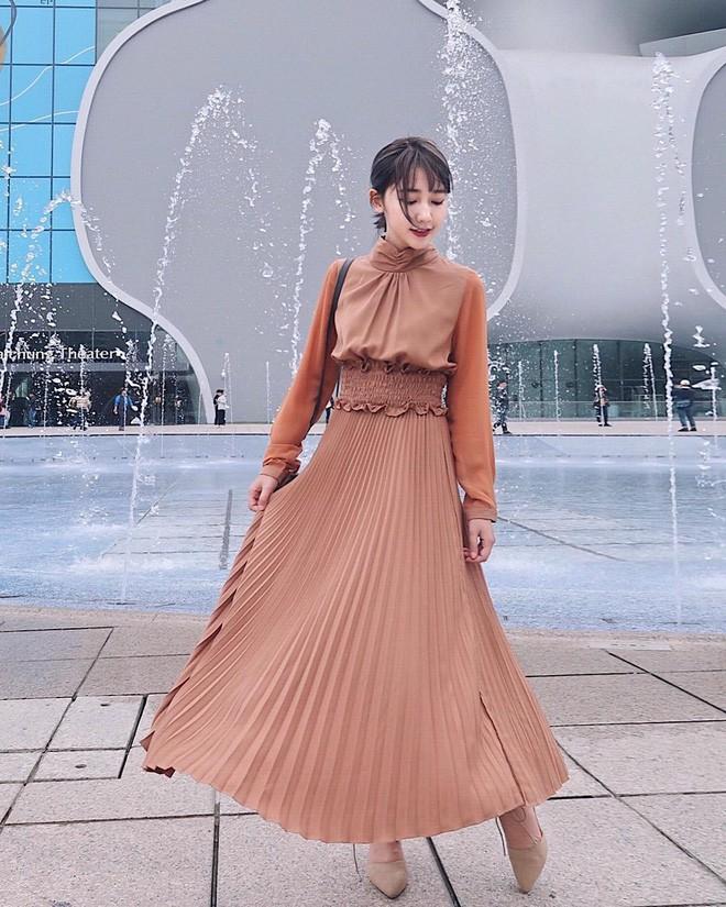 Mùa hè chọn váy dáng dài vừa xinh vừa chống nắng, nhưng diện sao cho đẹp thì đây là 5 bí kíp bạn cần bỏ túi - Ảnh 2.