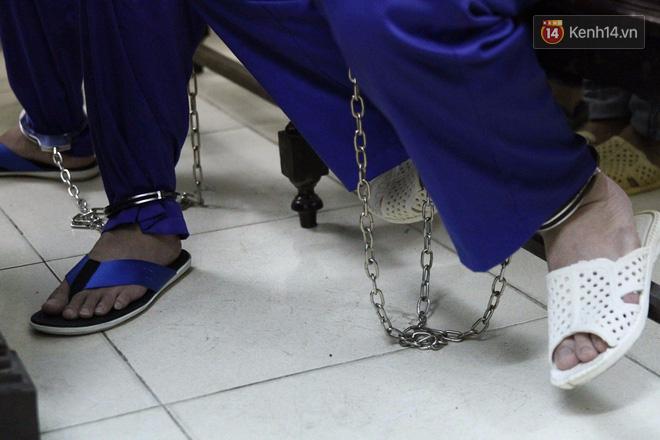 Xét xử 2 tử tù trốn trại: Thọ 'sứt' bất ngờ được đo huyết áp tại tòa 2