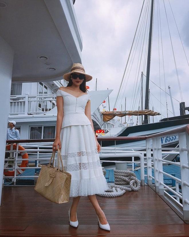 Học sao Việt cách chọn và kết hợp mũ cói sao cho thật duyên dáng khi diện cùng trang phục hè - Ảnh 11.