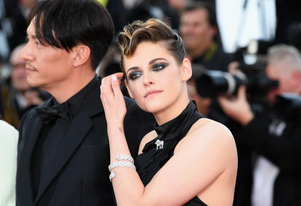 Cách các sao phân rõ đẳng cấp tại LHP Cannes ngày 1: Người sang chảnh, kẻ thì lộ hàng và bày đủ trò gây chú ý - Ảnh 4.