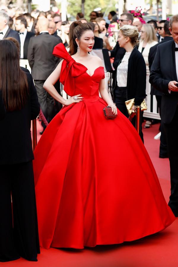 Mới ngày đầu tại Cannes, Lý Nhã Kỳ đã khoe trọn vòng một căng tràn trên thảm đỏ - Ảnh 5.