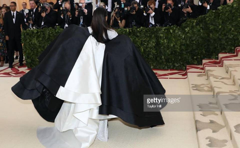 Phục sức quá ấn tượng tại Met Gala, Nga Nguyễn lên loạt báo chính thống và được đặt cạnh Kylie Jenner - Ảnh 6.