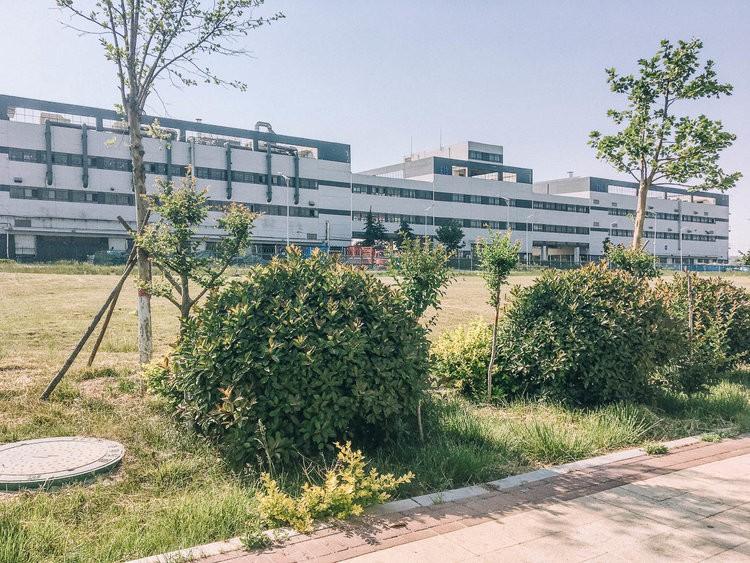Mục sở thị kinh đô iPhone ở Trung Quốc: Tưởng là nhà máy thôi nhưng hóa ra thứ gì cũng có! - Ảnh 3.