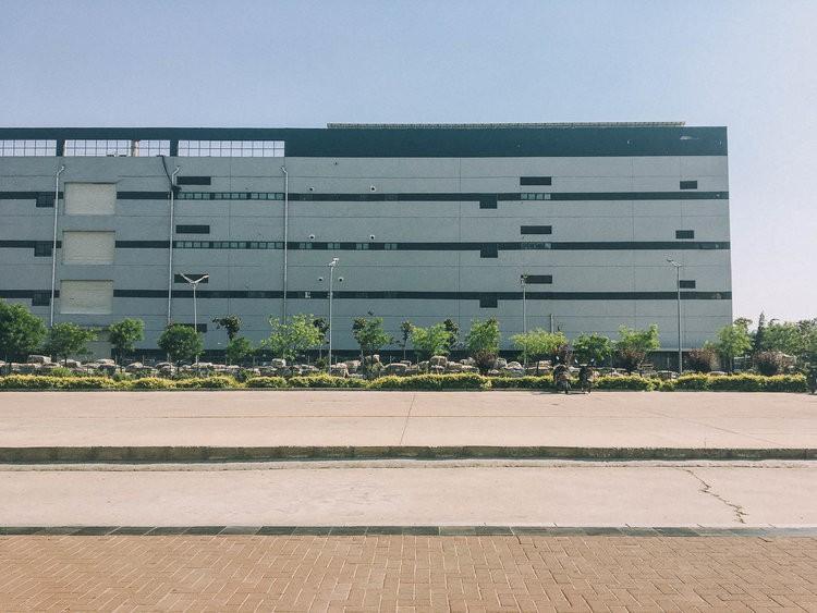 Mục sở thị kinh đô iPhone ở Trung Quốc: Tưởng là nhà máy thôi nhưng hóa ra thứ gì cũng có! - Ảnh 4.