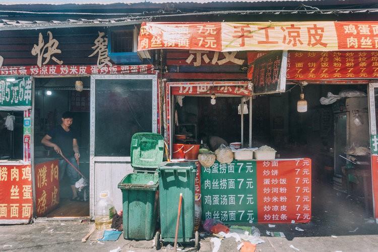 Mục sở thị kinh đô iPhone ở Trung Quốc: Tưởng là nhà máy thôi nhưng hóa ra thứ gì cũng có! - Ảnh 11.