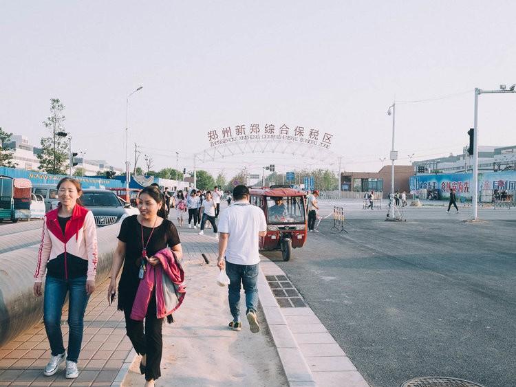 Mục sở thị kinh đô iPhone ở Trung Quốc: Tưởng là nhà máy thôi nhưng hóa ra thứ gì cũng có! - Ảnh 14.