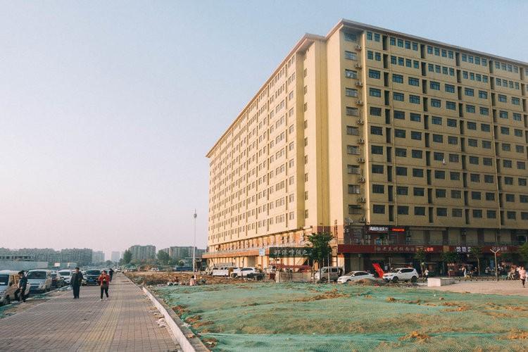 Mục sở thị kinh đô iPhone ở Trung Quốc: Tưởng là nhà máy thôi nhưng hóa ra thứ gì cũng có! - Ảnh 15.