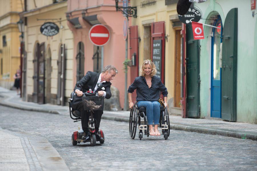 Kết quả hình ảnh cho Yêu một cô gái ngồi xe lăn, liệu bạn ấy có đủ can đảm?