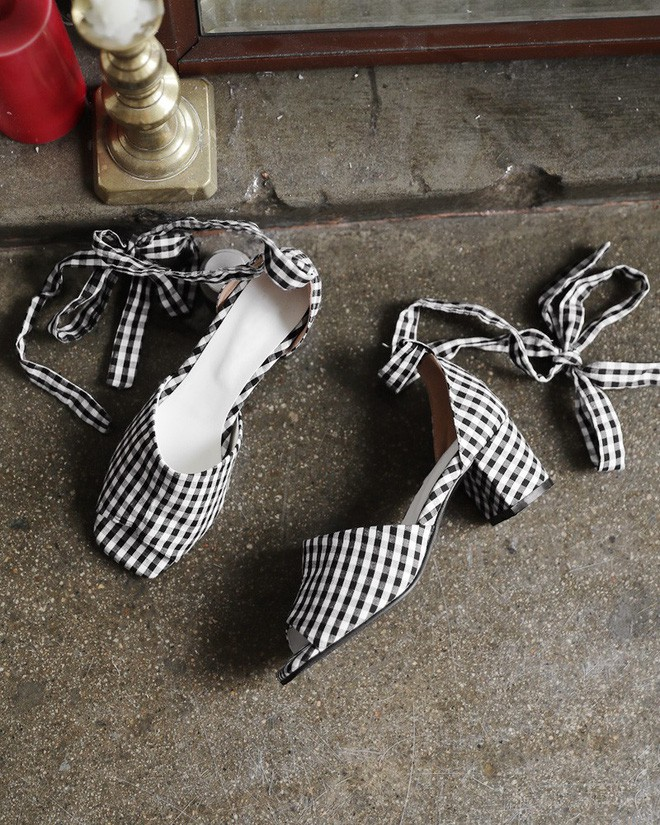 4 kiểu sandals hè vừa thoáng chân lại vừa giúp bạn khắc phục nhiều nhược điểm - Ảnh 12.