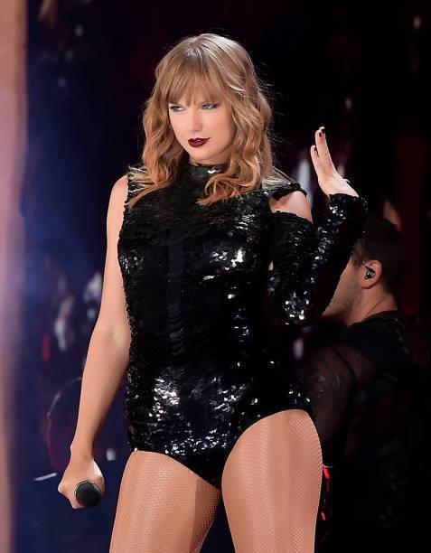 Taylor Swift chính thức khởi động tour diễn khủng: Rắn to, rắn bé, rắn khắp mọi nơi! - Ảnh 11.