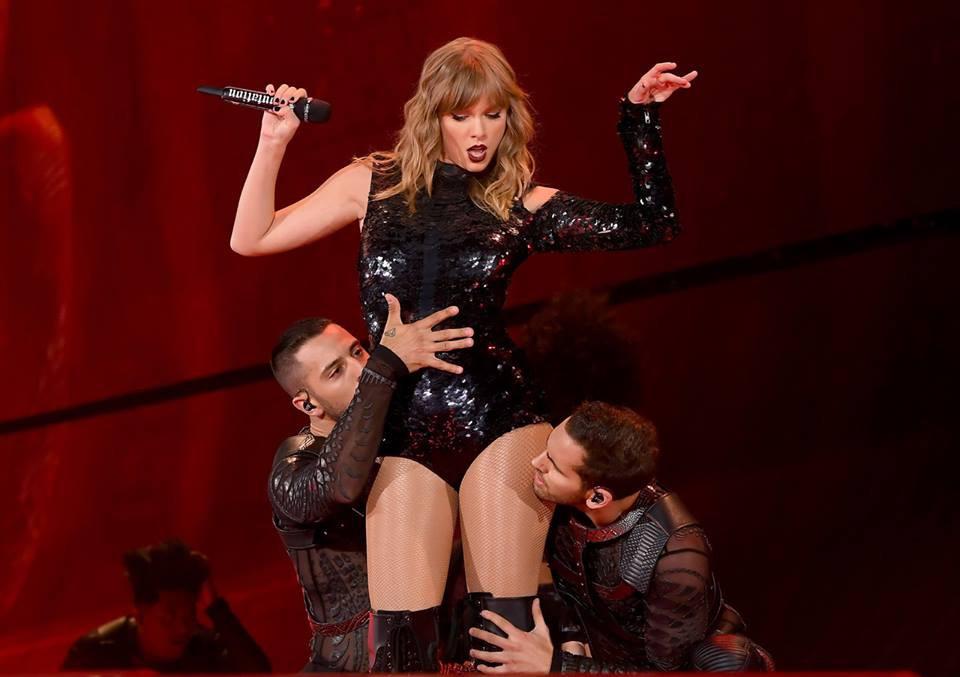 Taylor Swift chính thức khởi động tour diễn khủng: Rắn to, rắn bé, rắn khắp mọi nơi! - Ảnh 12.