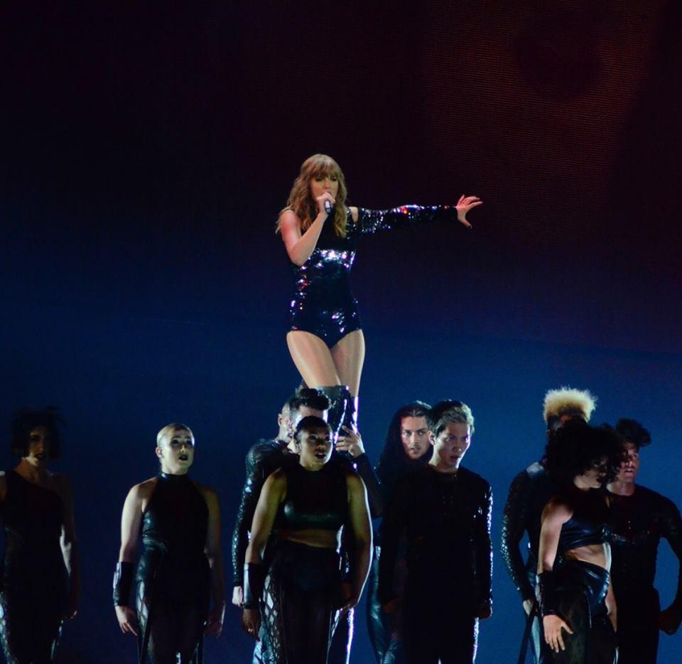 Taylor Swift chính thức khởi động tour diễn khủng: Rắn to, rắn bé, rắn khắp mọi nơi! - Ảnh 13.