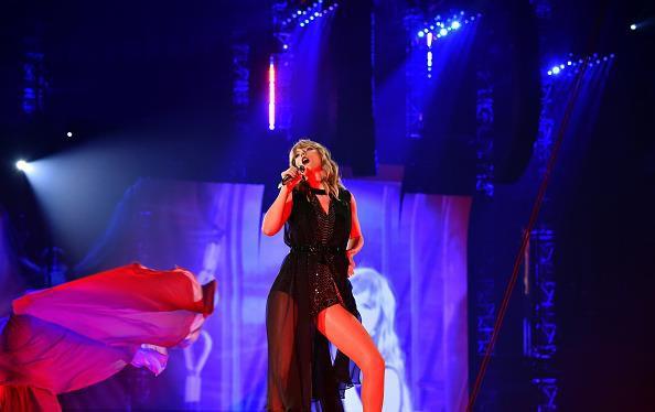 Taylor Swift chính thức khởi động tour diễn khủng: Rắn to, rắn bé, rắn khắp mọi nơi! - Ảnh 14.