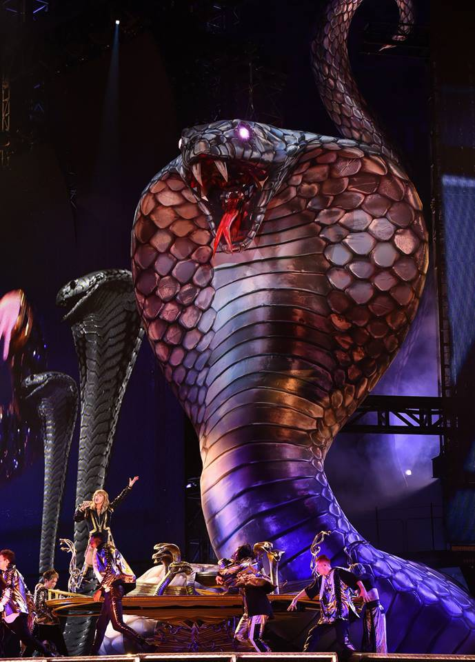 Lý giải cho show diễn đầy rắn của Taylor Swift: Kim Kardashian - Ảnh 1.