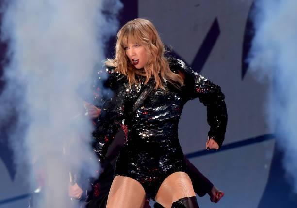 Taylor Swift chính thức khởi động tour diễn khủng: Rắn to, rắn bé, rắn khắp mọi nơi! - Ảnh 5.