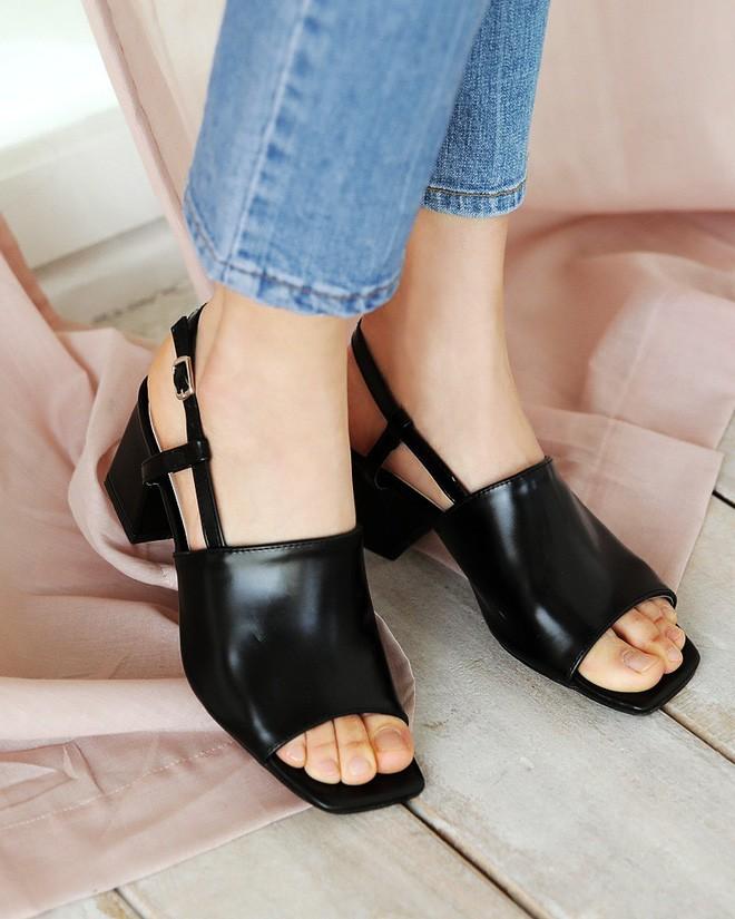 4 kiểu sandals hè vừa thoáng chân lại vừa giúp bạn khắc phục nhiều nhược điểm - Ảnh 7.