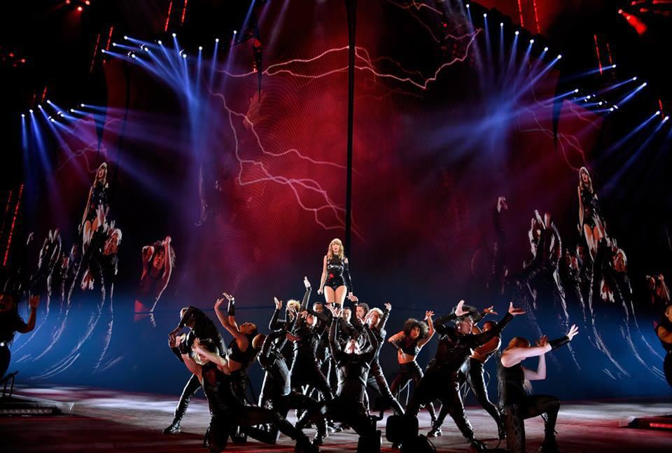 Taylor Swift chính thức khởi động tour diễn khủng: Rắn to, rắn bé, rắn khắp mọi nơi! - Ảnh 6.