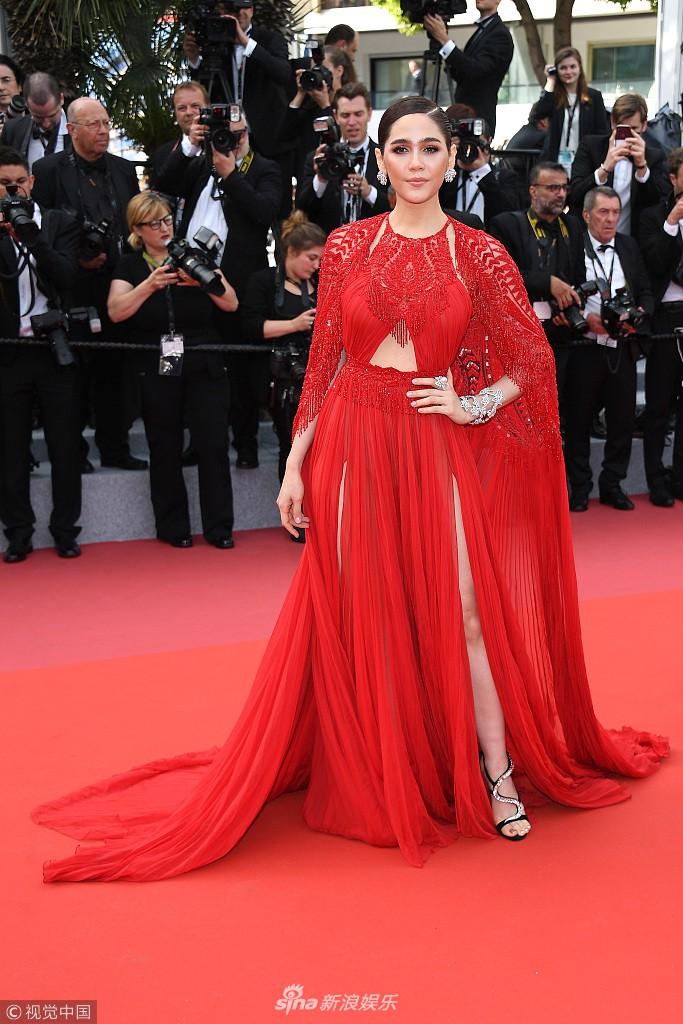Cách các sao phân rõ đẳng cấp tại LHP Cannes ngày 1: Người sang chảnh, kẻ thì lộ hàng và bày đủ trò gây chú ý - Ảnh 7.