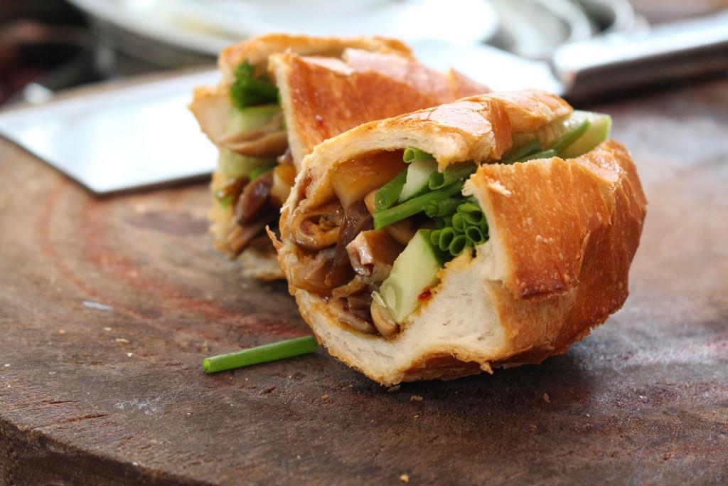Image result for phá láu bánh mì