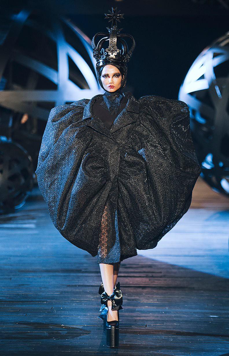 Trước khi đăng quang Hoa hậu, HHen Niê đã là một người mẫu sáng giá với những khoảnh khắc catwalk xuất thần như thế này đây - Ảnh 5.