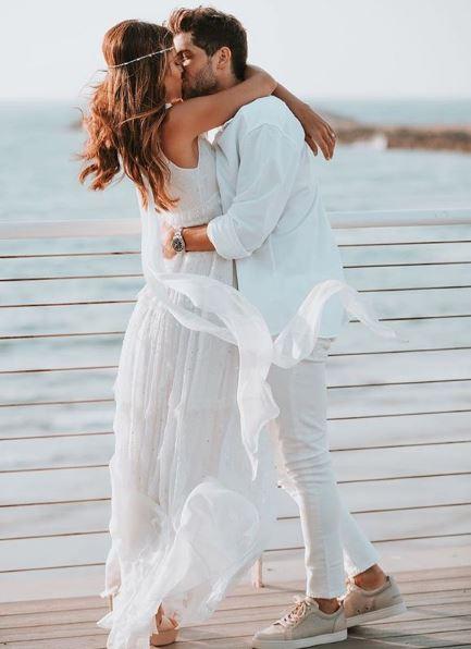 Sao trẻ Barca lên xe hoa với người mẫu xinh đẹp Israel - Ảnh 1.