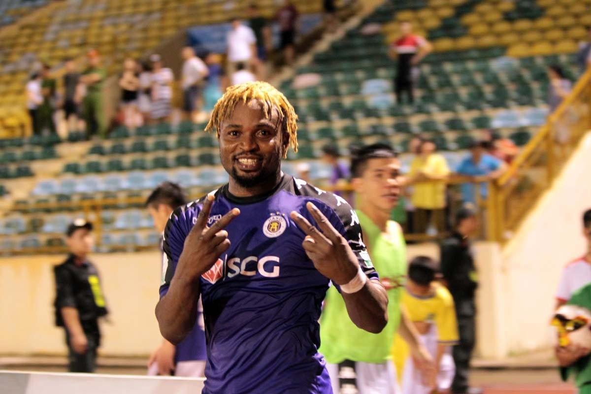 Ngoại binh của Hà Nội FC bị treo giò 2 trận vì đập tay thẳng mặt đối thủ