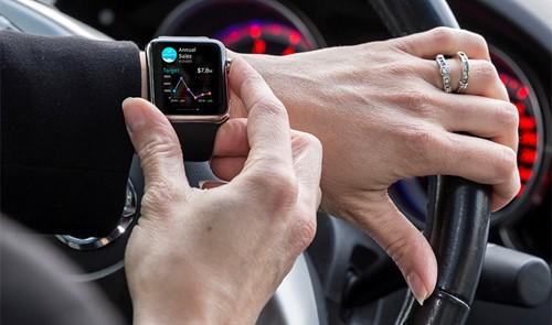 Cố cãi chỉ dùng Apple Watch để xem giờ, nữ sinh lái xe vẫn bị phạt gần chục triệu đồng - Ảnh 1.